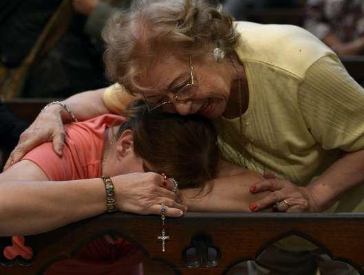 Fiéis recebem com emoçãona Catedral Metropolitana de Buenos Aires a notícia de que o cardeal Jorge Mario Bergoglio é o novo papa. O papa Francisco é o primeiro Sumo Pontífice latino-americano