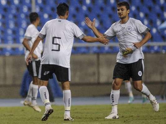 Jogando no Estádio do Engenhão, Resende surpreendeu Flamengo e venceu de virada por 3 a 2, em jogo pela primeira rodada da Taça Rio