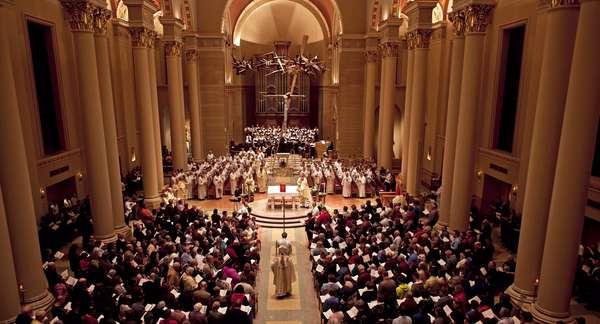 Los aproximadamente 180 millones de personas mayores de edad que en Estados Unidos se identifican como cristianos conmemoran, sin dejar de trabajar, su Semana Santa que culmina en un domingo de Pascua repleto de símbolos paganos.