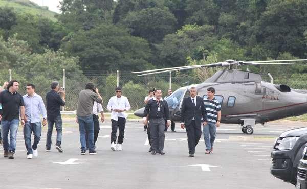 Estrela de propaganda de cueca, Neymar ajeitou Campinas nesta quinta-feira: chegou de helicóptero para sessão de autógrafos no Shopping Parque das Bandeiras