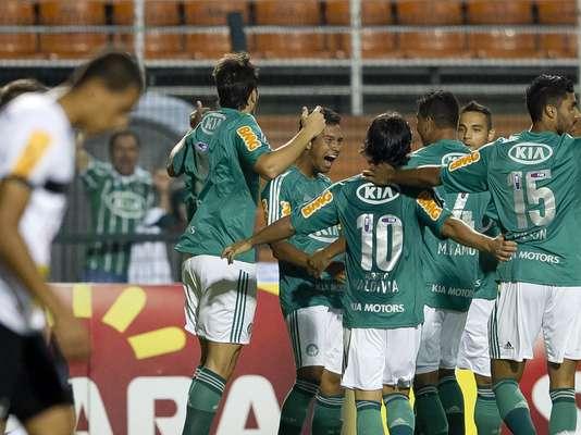 O Palmeiras voltou a fazer gol e a vencer depois de três jogos nesta quinta-feira, bateu o Paulista de Jundiaí por 2 a 1 no Estádio do Pacaembu, em jogo adiado da décima rodada, e assumiu a sexta posição do Campeonato Paulista