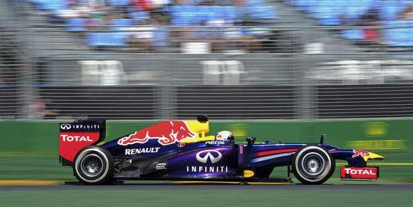 Tricampeão Sebastian Vettel, da Red Bull, abriu a temporada 2013 da Fórmula 1 com o melhor tempo nos dois primeiros treinos livres do GP da Austrália e dominou a sexta-feira