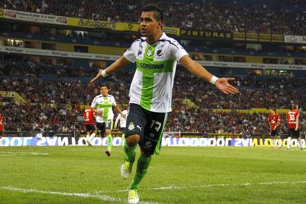 Santos Laguna derrotó 2-1 al Atlas con goles de Rodolfo Salinas y Carlos Darwin Quintero; por los Rojinegros abrió el marcador Omar Bravo.