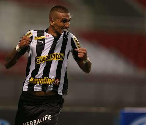 Rafael Marques desencantou após 21 jogos de jejum e comandou vitória do Botafogo sobre o Quissamã, neste sábado