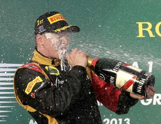 Com a estratégia de fazer apenas dois pit stops e muita velocidade nas últimas voltas, Kimi Raikkonen surpreendeu e venceu o GP da Austrália na abertura da temporada 2013 da Fórmula 1