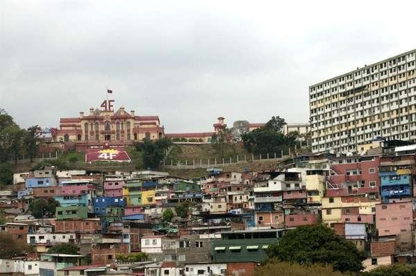 El antes conocido como Cuartel de la Montaña, hoy llamado Museo de la Revolución, está ubicado en la populosa parroquia 23 de enero, al oeste de Caracas. Fue ahí donde el difunto mandatario Hugo Cávez desarrolló las operaciones que dieron lugar al golpe de estado de febrero de 1992.