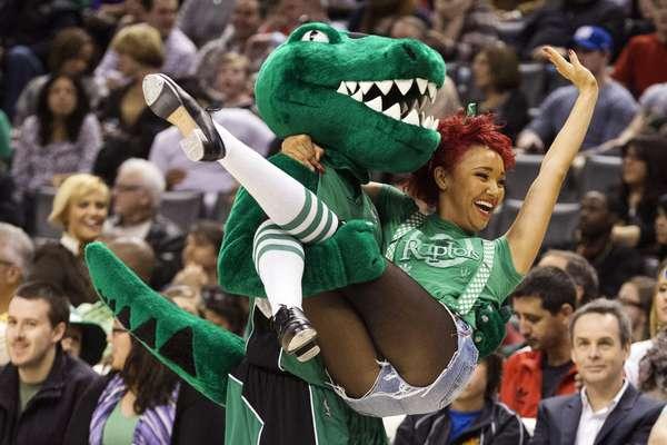 Os ginásios da NBA viveram na rodada de domingo o clima do St. Patrick's Day, o Dia de São Patrício, data tradicional nos Estados Unidos trazida pelos imigrantes irlandeses, que promove o verde e a cerveja