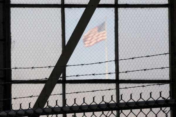 La cifra de 24 detenidos de Guantánamo en huelga de hambre, contradice las declaraciones que implicaban, en un principio, una huelga de la mayoría de los 166 prisioneros.