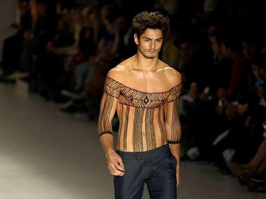 A João Pimenta desfilou sua coleção masculina, sempre com foco em alfaiataria, para a passarela