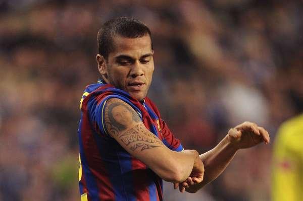 El jugador del Barcelona, Dani Alves, tiene tatuado la imagen de su mujer en su brazo.