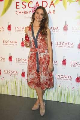 La actriz Michelle Jenner acaba de presentar la fragancia más primaveral de Escada, 'Cherry in the Air'.