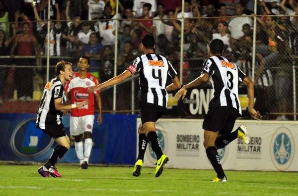 Com gols de Réver e Ronaldinho, Atlético-MG vence América-TO em Teófilo Otoni