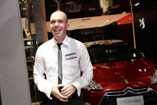 A concepção de um carro não é tarefa simples e rápida. Nós, designers, sempre vamos começar de uma página em branco, diz Fabien Darche, gerente de estilo de cores e materiais da Citroën para a América Latina
