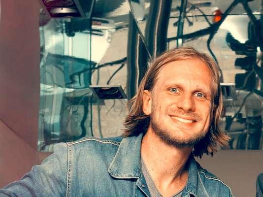 O designer Gabriel Spaniol tem a moda no DNA