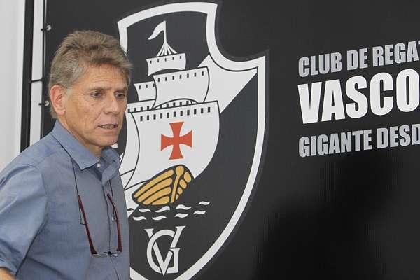 Paulo Autuori foi apresentado neste sábado como novo técnico do Vasco para a temporada 2013