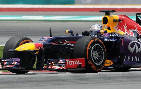 Com melhor volta do fim de semana nos minutos finais, Sebastian Vettel lidero o terceiro treino livre para o GP da Malásia