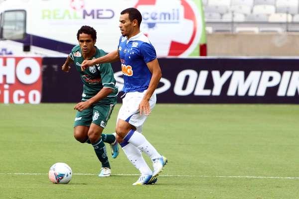 Cruzeiro vence Caldense por 2 a 1 e permanece invicto na liderança do Campeonato Mineiro