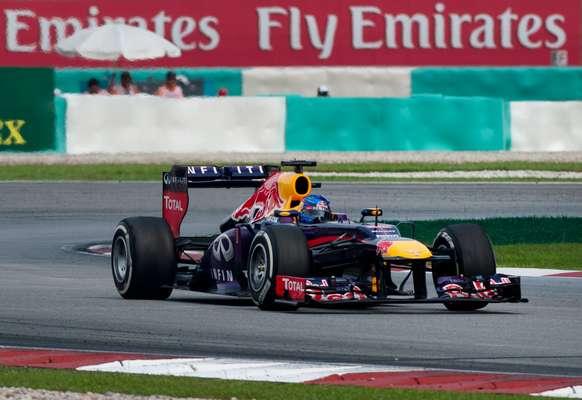 Atitude do alemão Sebastian Vettel em descumprir instrução de equipe foi duramente criticada por Mark Webber; o alemão ultrapassou o australiano e venceu a prova