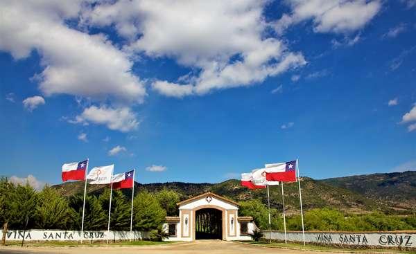 La Viña Santa Cruz es el lugar donde se ubica el Museo del Automóvil de Carlos Cardoen