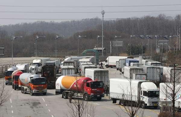A Coreia do Norte impediu na manhã desta quarta-feira que trabalhadores sul-coreanos entrassem no complexo industrial de Kaesong, anunciou o governo em Seul