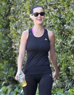 Katy Perry foi a academia em Studio City, na Califórnia, no último sábado (30)