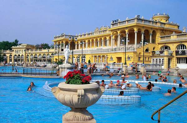 El Baño Mas Lujoso Del Mundo:El baño termal Széchenyi es uno de los más lujosos del mundo Este