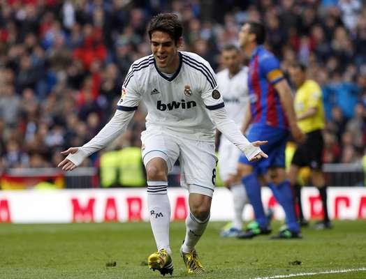 Kaká marcou de pênalti na goleada por 5 a 1 do Real Madrid sobre o Levante, pelo Campeonato Espanhol