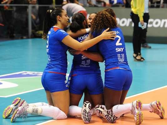 Com uma virada espetacular por 3 sets a 2, Unilever bateu o arquirrival Sollys Nestlé neste domingo para ficar com o título da Superliga Feminina de vôlei pela oitava vez