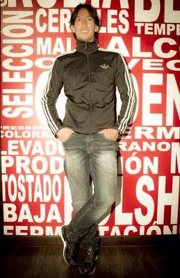 El futbolista Rafael Robayo del equipo Millonarios accedió a realizar con Terra Colombia sus 7 looks. En el propone prendas deportivas y sofisticadas dejando claro que su estilo es único y muy original.