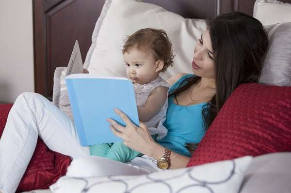 Quem conta com o auxílio de babás em casa deve prestar atenção nas mudanças trabalhistas trazidas pela PEC das Domésticas