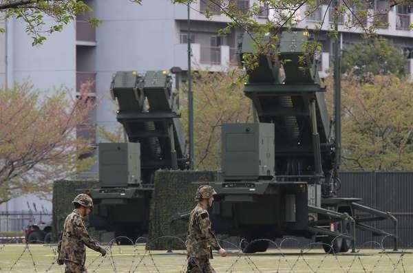 O Ministério da Defesa do Japão instalou nesta terça-feira no centro de Tóquio sistemas antimísseis terra-ar a fim de interceptar um possível lançamento de mísseis por parte da Coreia do Norte devido às ameaças do regime comunista