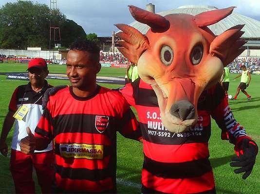 Aos 38 anos, o meia-atacanteLúcio Bala, ex-Flamengo e Santos, é a estrela doFlamengo-PI na Copa do Brasil de 2013;veja mais jogadores que disputarão o torneio por equipes de todo o País