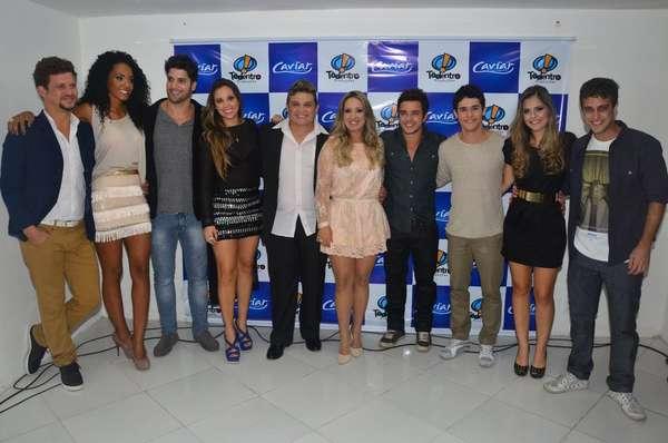 Famosos prestigiaram o lançamento do clipe 'Sempre Acreditei em Anjo', do novo CD da banda Caviar com Rapadura, em Fortaleza (CE), nesta terça-feira (9)