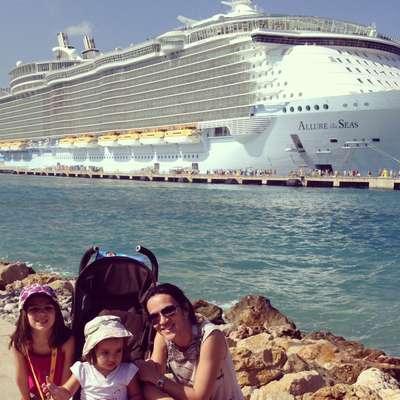 Sut-Mie Guibert, autora do blog Viajando com Pimpolhos, embarcou em seu primeiro cruzeiro com as filhas Clara e Nina Brust