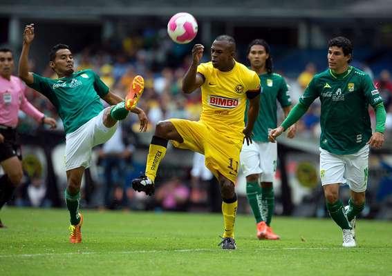Ya de regreso a la Primera División, León perdió 2-1 con América en el Apertura 2012, con goles de Christian Bermúdez y Christian Benítez. El uruguayo Sebastián Maz adelantó a los Panzas Verdes, en el último enfrentamiento entre 'esmeraldas' y 'azulcremas'.