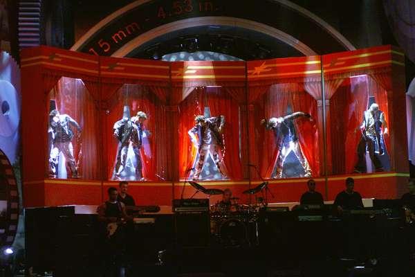 """El show de los integrantes del grupo NSYNC, saliendo cual muñecos de unas cajas gigantescas para interpretar el tema """"It's Gonna Be Me"""", en la gala del 2000, está entre uno de los grandes momentos en la historia de los MTV Movie Awards. Descubre otras presentaciones históricas a continuación."""