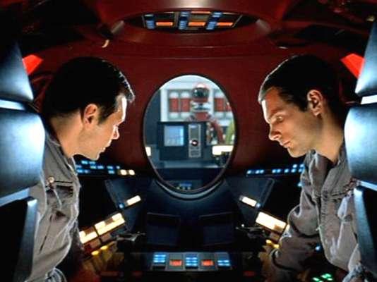 '2001: Odisea del Espacio' (1968) es una de las películas que, desde el título, dejan ver que ya se les fue el tren. A pesar de que el nombre del filme ya suene a viejo, la historia de Arthur C. Clarke y la narrativa visual de Stanley Kubrick sobre la evolución de la vida inteligente siguen siendo tan válidas como fascinantes.