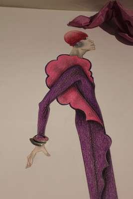 A mostra Roberto Capucci para os jovens designers faz parte da programação paralela do Salão Internacional do Móvel de Milão. Nela estão reunidos artigos criados por novos estilistas a partir de oito peças desenhadas por Roberto Capucci em 2007
