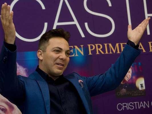 Cristian Castro recibió Disco de Oro por las altas ventas de su álbum, 'Primera Fila'.