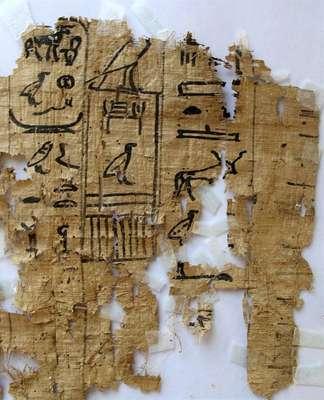 Uma equipe de arqueólogos descobriu no Egito um porto histórico no litoral do Mar Vermelho com os papiros mais antigos já encontrados. Nele, estão 40 papiros com hieróglifos, que documentam a vida cotidiana dos egípcios, alguns datados do ano 27 do reinado de Keops. A seguir, veja mais imagens da arqueologia em abril