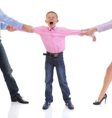 Alienação parental é um problema comum durante divórcios com disputa pela guarda dos filhos