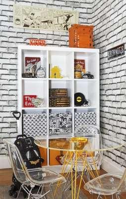 O quarto infantil, proposto por Adriana Coelho e Ana Claudia Camargo, conta com caixas da Hits. Informações: (11) 3083-3989