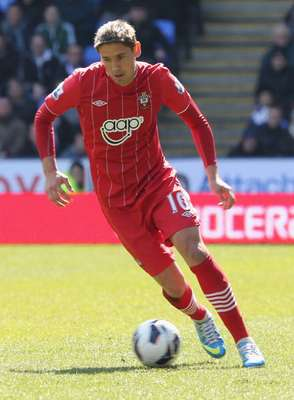 Gastón Ramírez nació el 2 de diciembre de 1990, en Fray Bentos, Uruguay; es un delantero uruguayo que actualmente juega en el Southampton.