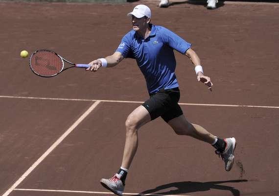 John Isner, venció por 1-6, 6-4 y 6-4 al argentino Juan Mónaco.