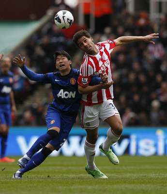 Manchester United's Shinji Kagawa (L) challenges Stoke City's Ryan Shotton during their English Premier League soccer match at the Britannia Stadium in Stoke-on-Trent, central England, April 14, 2013. REUTERS/Eddie Keogh