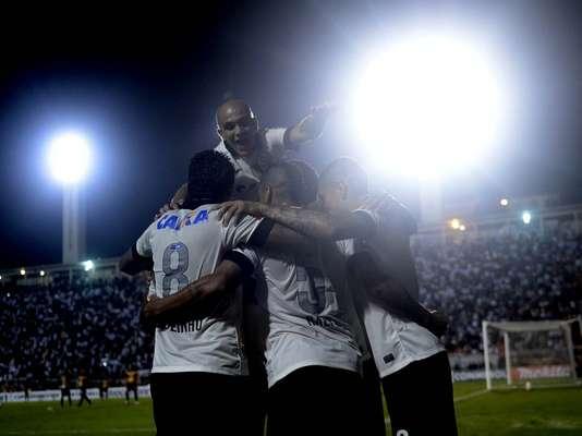 """Com valor estimado em US$ 358 milhões, o Corinthians é o 16º clube mais rico do mundo, segundo levantamento da revista Forbes; elogiado por sua """"criatividade"""" na valorização da marca, o clube paulista é o primeiro fora da Europa a conquistar uma vaga entre os 20 melhores da lista. Confira os primeiros colocados:"""
