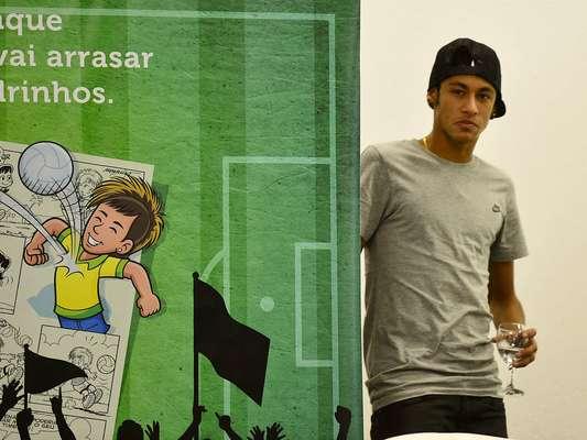 Ao lado de Neymar, Mauricio de Sousa lançou o jogador do Santos como personagem das histórias de quadrinhos de suas publicações, nesta quinta-feira (18), na Vila Belmiro