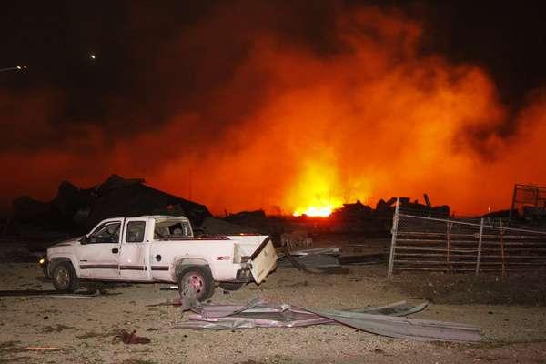 17 de abril - Explosão deixou centenas de feridos