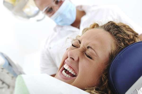 A muchas personas tan sólo entrar a un consultorio y escuchar el sonido de un taladro odontológico ya les tiemblan las piernas.