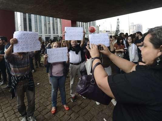 Os professores da rede estadual de São Paulo protestavam no vão livre do Masp, na avenida Paulista, por melhores salários